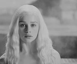 emilia clarke, game of thrones, and daenerys targaryen image