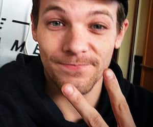 28, selfie, and louis tomlinson image