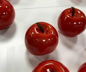 red apple and manzana caramelizada image
