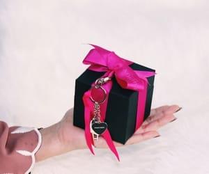 arab, Dubai, and gift image