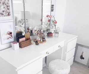 make up, love, and table image