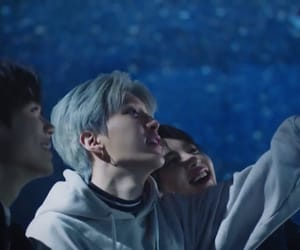 blue hair, looks, and yuehua image