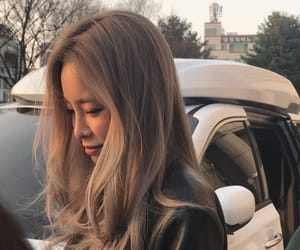 girl and heize image