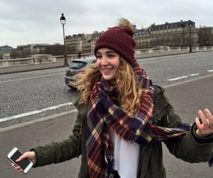 paris and sophie nelisse image