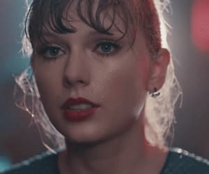 gif, Taylor Swift, and delicate image