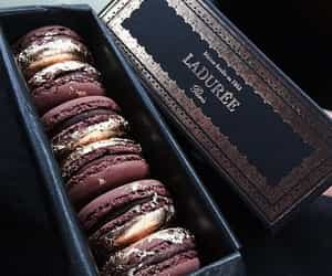 dessert, ‎macarons, and chocolate image