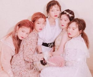 photoshoot and red velvet image