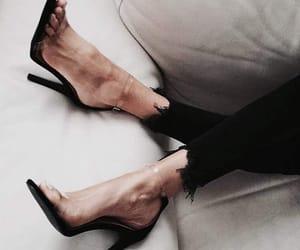 black, estilo, and zapatos image