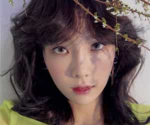 flowers, girl, and snsd image
