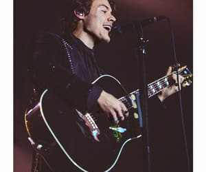 Harry Styles, gucci, and guitar image