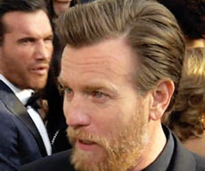 actor, gifs, and ewan mcgregor image
