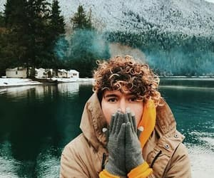 boy, invierno, and nature image