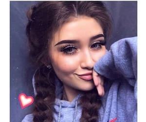 brunette image