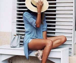 beige, outfit, and camisa image
