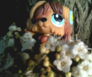 chien, figurine, and bouquet image