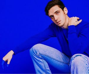 lauv and lauvsongs image