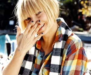 smile and ️sia image