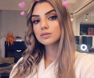 pretty girl, site model, and alissa violet image