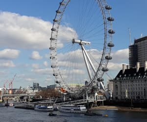 london, london eye, and touristen image