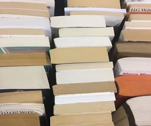 books and vintsge image