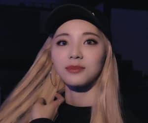 blonde, jinsoul, and oddeyecircle image