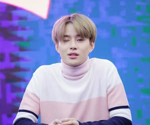 gif and jungwoo image