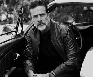jeffrey dean morgan and the walking dead image