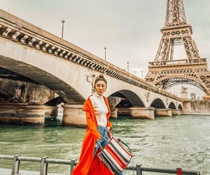 girl, torre eiffel, and parís image
