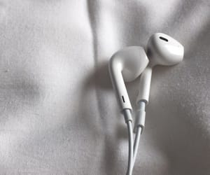 earbuds image