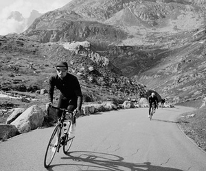 bicicleta, bicycle, and on the road image