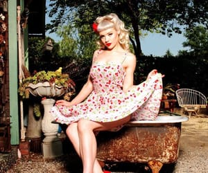 Pin Up and miss mosh image