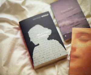 book and virginia woolf image