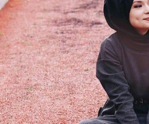 بُنَاتّ, ﺭﻣﺰﻳﺎﺕ, and بنات محجبات image