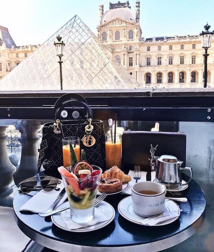 Лувр париж фото въезда выезда
