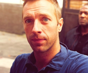 coldplay, blue eyes, and Chris Martin image
