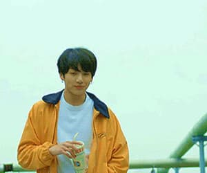 gif, bts, and jeon jungkook image