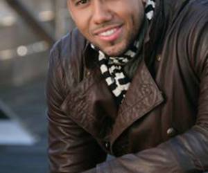 biggest fan, ídolo, and romeo santos image