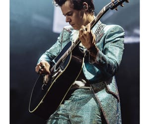 Harry Styles, one direction, and tour image