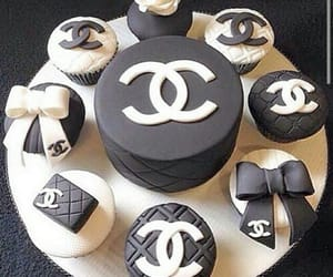 chanel, cupcakes, and gâteaux image