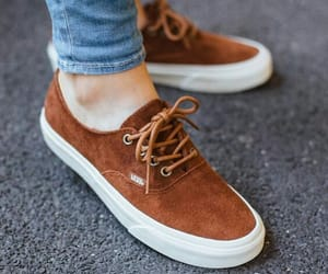 vans, marrón, and zapatillas image