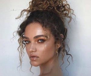 beauty, curlyhair, and unknown girls image