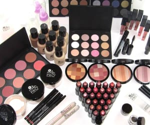 makeup, rossetto, and ombretto image