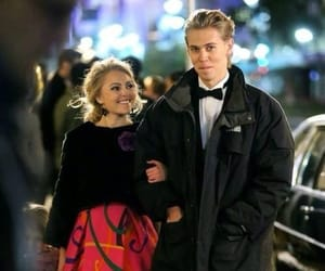 austin butler, couple, and the carrie diaries image