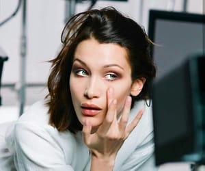 model and bella hadid image