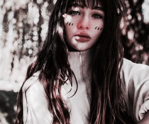 girl and malina weissman image