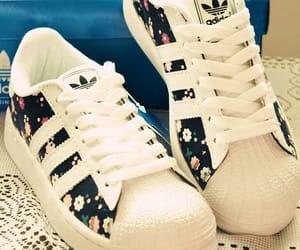 adidas, bambas, and sapatos image