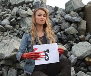 the 100, harper mcintyre, and chelsey reist image
