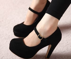 shoes woman image