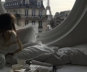 paris and breakfast image