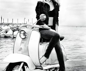 Ellen Von Unwerth, guess, and phography image